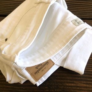 ABERCROMBIE & FITCH WHITE CROP JEANS